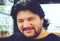 Ahmet Şafak Kimdir?